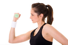 Jeune exercice femelle attrayant utilisant des poids Photos stock