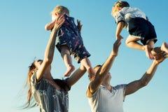 Jeune famille. Photos libres de droits