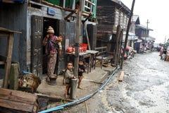 Jeune famille en Chin State, Myanmar Image stock