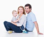 Jeune famille heureuse avec le petit enfant Photos libres de droits