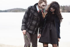 Jeune femelle alimentant son ami de zombi Image stock