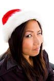 Jeune femelle dans cligner de l'oeil de chapeau de Noël Photos libres de droits