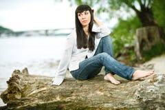 Jeune femelle sur un faisceau Photographie stock