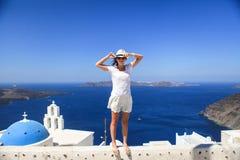 Jeune femme à l'arrière-plan du dôme bleu de famouse Images libres de droits