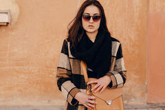 Jeune femme à la mode image stock