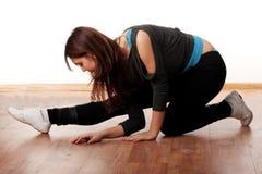 Jeune femme élégant dansant la danse moderne Photographie stock libre de droits