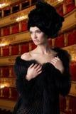 Jeune femme élégante au theathre Photos stock