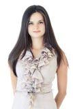 Jeune femme élégante avec un sourire sur un fond blanc Image libre de droits