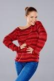 Jeune femme élégante sexy en rouge image libre de droits