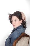 Jeune femme adulte sur la chaise Photos libres de droits