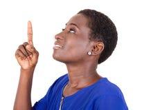 Jeune femme affichant quelque chose photos libres de droits