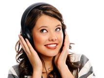 Jeune femme appréciant la musique photos libres de droits