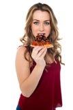 Jeune femme appréciant la tranche délicieuse de pizza Images libres de droits