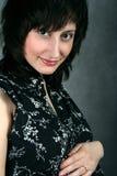 Jeune femme attirant avec une coupe Image stock