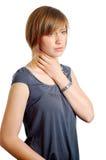 Jeune femme attirant avec une gorge endolorie image libre de droits