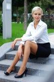 Jeune femme attirante d'affaires Images stock