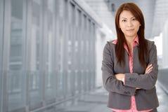 Jeune femme attirante d'affaires Photo stock