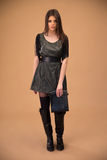 Jeune femme attirante en tissu de mode image libre de droits