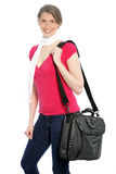 Jeune femme attirante portant un sac d'épaule Photos stock