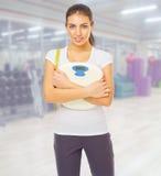 Jeune femme au club de forme physique Photo libre de droits
