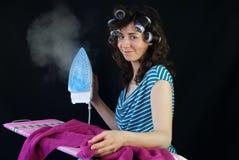 Jeune femme au foyer photographie stock libre de droits