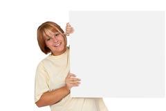 Jeune femme avec annoncer le panneau Photographie stock