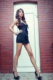 Jeune femme avec de longues pattes sexy Image libre de droits