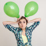 Jeune femme avec des ballons photos stock