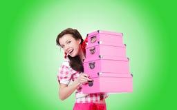 Jeune femme avec des boîtes de rangement sur le blanc Photo stock