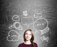 Jeune femme avec des bulles de pensée Photos stock