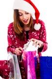 Jeune femme avec des cadeaux de Noël Photographie stock libre de droits