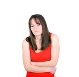 Jeune femme avec des douleurs d'estomac dans le studio avec le fond blanc? Image stock