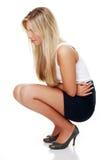 Jeune femme avec des émissions d'estomac Photos stock