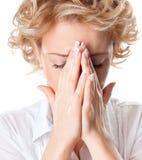 Jeune femme avec douleur de pression de sinus Photographie stock libre de droits