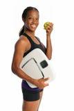 Jeune femme avec l'échelle et l'Apple Image stock