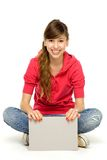 Jeune femme avec l'affiche blanc Images stock