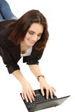 Jeune femme avec l'ordinateur portatif Photo stock