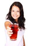 Jeune femme avec la boisson rouge Image stock