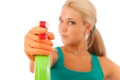 Jeune femme avec la bouteille de jet images stock