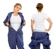 Jeune femme avec la chemise et les combinaisons blanches vides Photo stock