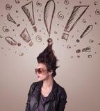 Jeune femme avec la coiffure et les signes tirés par la main d'exclamation Photos libres de droits