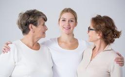 Jeune femme avec la mère et la grand-mère Photographie stock libre de droits