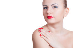 Jeune femme avec la manucure rouge et le rouge à lèvres rouge Photos stock