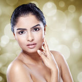Jeune femme avec la peau fraîche propre Images stock