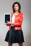 Jeune femme avec la tablette Photo libre de droits