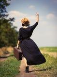 Jeune femme avec la valise Image libre de droits