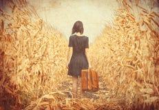 Jeune femme avec la valise Photographie stock