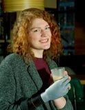 Jeune femme avec le bras prosthétique Images libres de droits