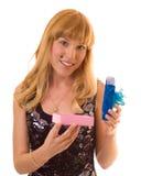 Jeune femme avec le cadeau Photographie stock libre de droits
