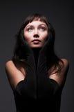 Jeune femme avec le cheveu noir photo libre de droits